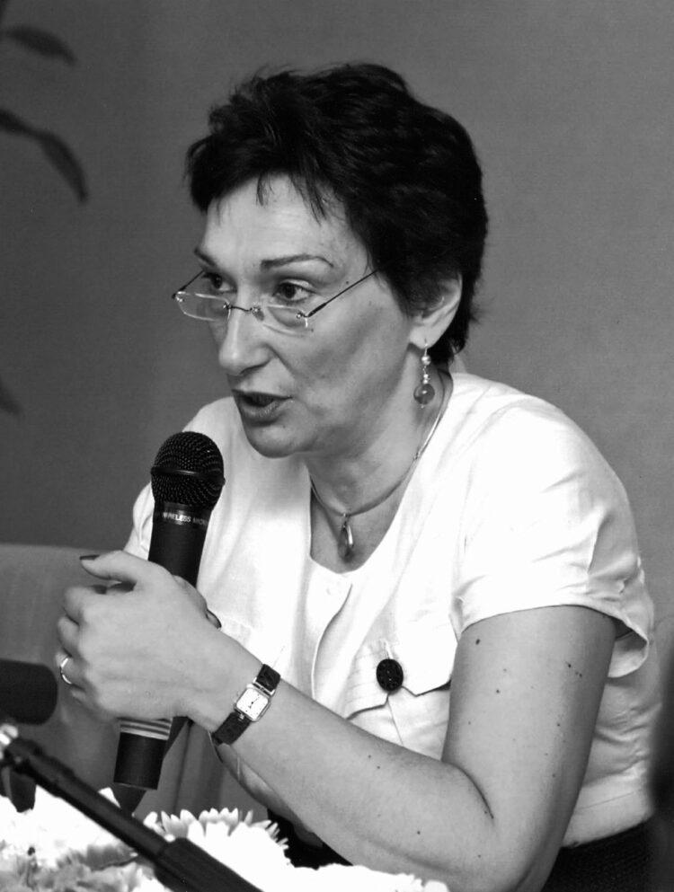 Dialogo con: Angela Airoldi